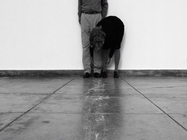 http://coleccionlosbragales.com/wp-content/uploads/2015/02/Helena-Almeida-3video.png
